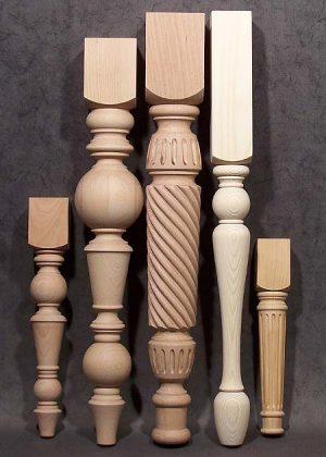 Gambe in legno per tavoli di dimensioni uniche, con motivi torniti e a corda intrecciata