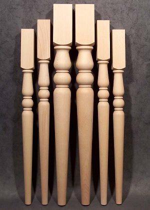 Gambe per tavoli in legno con lo stesso motivo, in tre differenti altezze e in due diverse sezioni