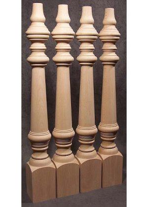 Gambe per tavoli legno con fitta decorazione, prima della spedizione